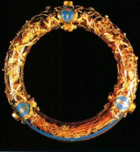 Couronne_d'epines_-_Crown_of_Thorns_Notre_Dame_Paris1.jpg